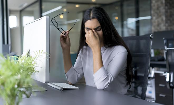 Колко време в предната част на компютъра система уврежда очите?